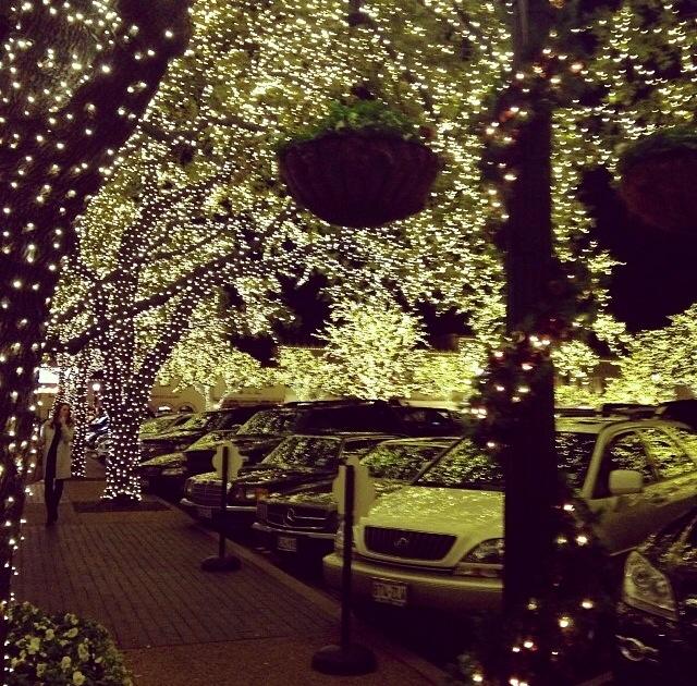 highland park village lights