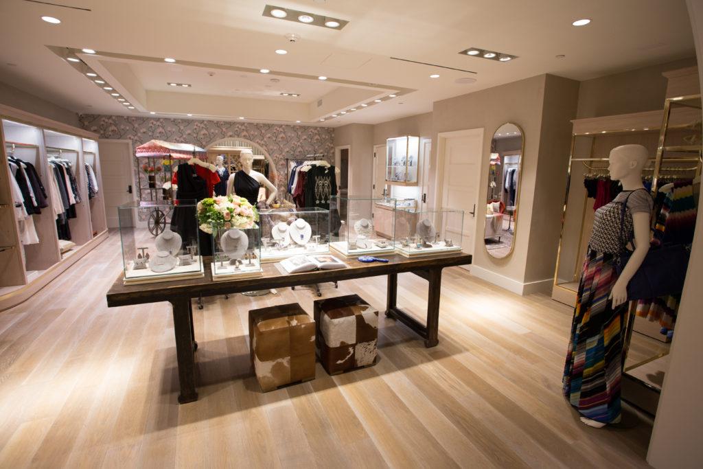 La combinación perfecta de joyería, ropa, accesorios y decoración del hogar ocupan el espacio de MARKET.