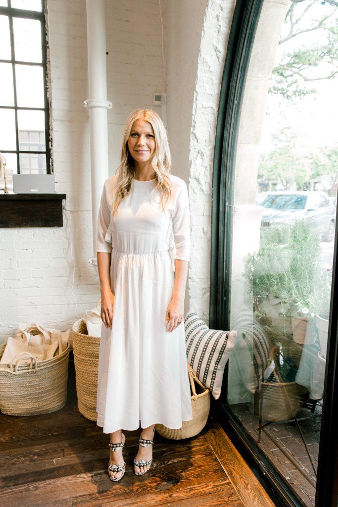 El fundador y CEO de Goop, Gwyneth Paltrow, debutó con su marca de estilo de vida en 2008. Aquí ella es capturada en el lugar en la gran inauguración de la tienda goop.